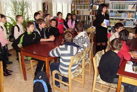 Професійні рятівники спілкуються зі школярами
