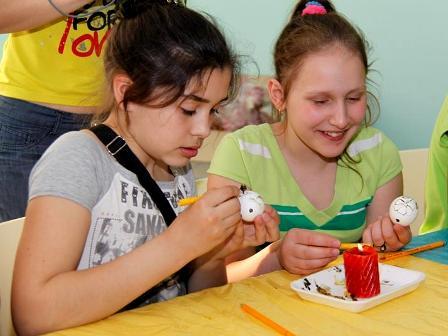 Майстер-клас з писанкарства в таборі «Славутич», 2011